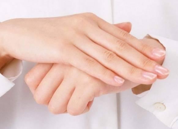 1:手指细长:女人的手指越长福气越好,看起来也越漂亮,收视差的女人都
