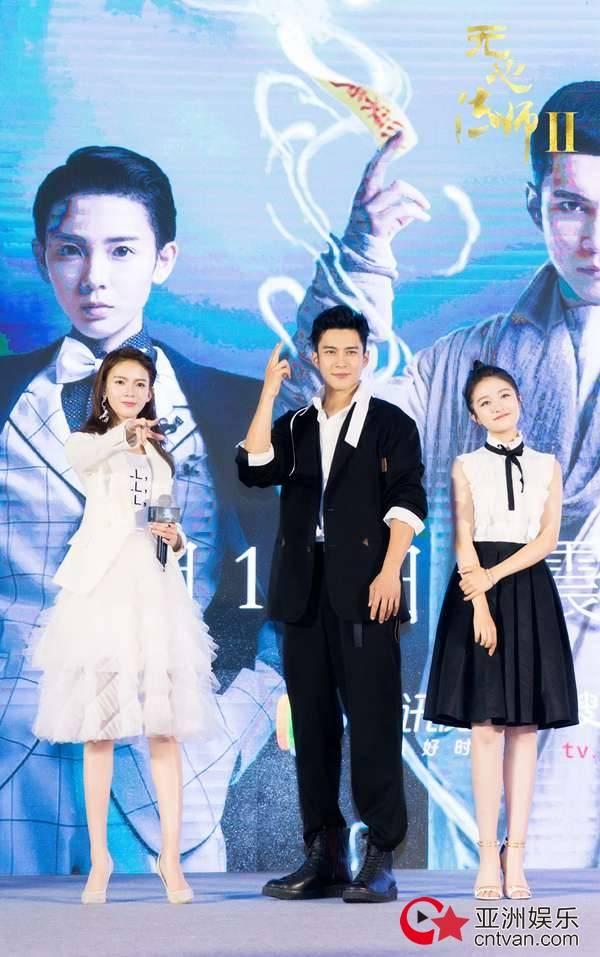 《无心法师2》定档发布会 韩东君王彦霖上演公主抱