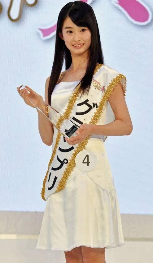13岁美女初中生成日本国民美少女 称25岁前不恋爱