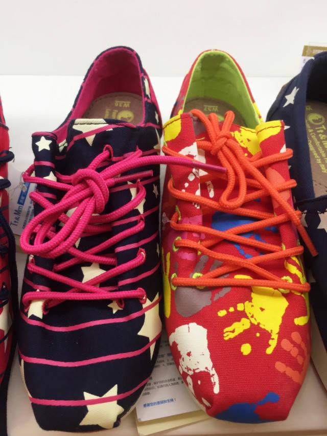 27 活动地点:巴黎春天百货1楼 小孩 凉鞋 布鞋 高帮 低帮 通通都有 !