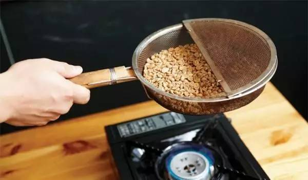 【咖啡烘焙】比纪录时间与温度变化更重要的是观察生豆的变化 中国...