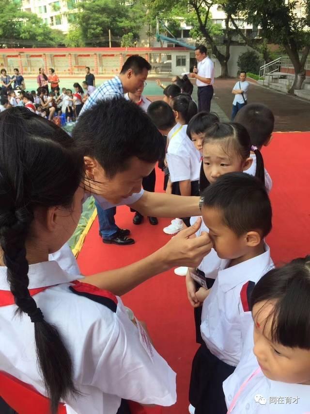 开笔创未来 共筑中国梦——记2017学年一年级新生开笔