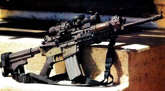 世界六大名枪之一,m16突击步枪-美伊战争中海军陆战队