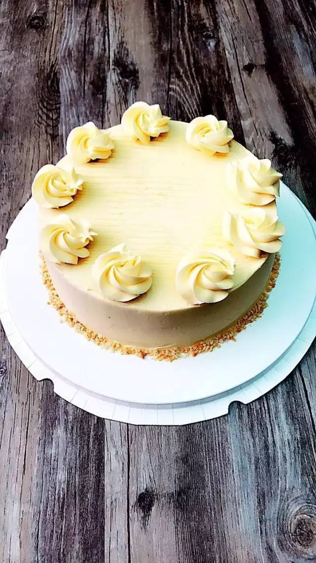 藏在昆明某小区11栋的甜品屋,有美到炸的老奶油蛋糕,好吃到呼风唤雨!