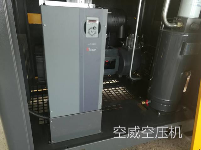 如果油位过高,机组运转时油气桶内液面波动会随气体大量进入油分,导图片