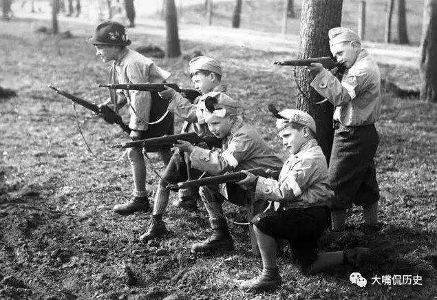 狂热的纳粹娃娃兵:被洗脑的希特勒青年团,不过是希特勒的工具