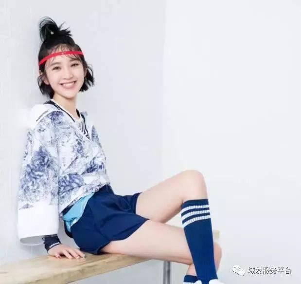 王丽坤新发型惊艳众人,33岁扎丸子头减龄,美如20岁少女!