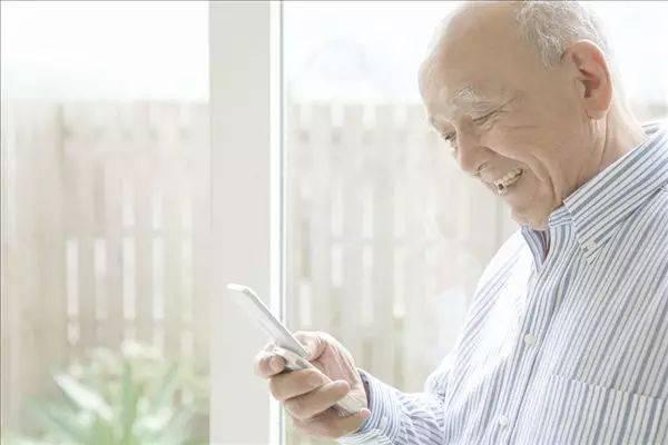 不会网上挂号依赖银行柜台_老年人如何面对网络生活