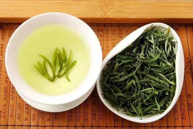 岳阳黄茶以君山银针,北港毛尖为最,堪为中国历来黄茶中的臻品.
