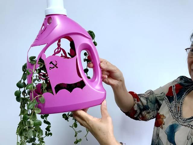 废话利用手工制作洗衣液瓶制作花瓶完成效果图