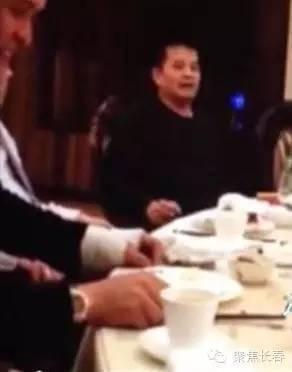 """毕福剑新工作曝光疑似是""""马云""""名下分公司每天开豪车上班_凤凰"""