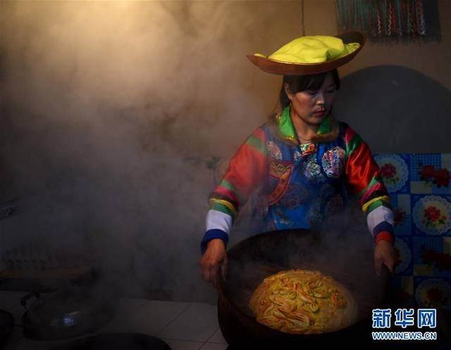 土族家庭有中秋蒸制月饼的风俗 水族资讯 南昌水族馆第1张