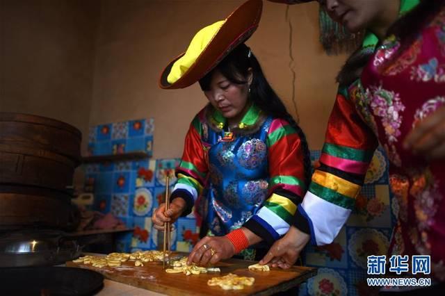 土族家庭有中秋蒸制月饼的风俗 水族资讯 南昌水族馆第3张