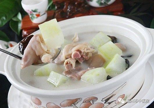 秋季常食的汤有:山楂冬瓜汤,猪皮海蜇汤,百合排骨汤,山楂番茄汤,鲢样子的鲤鱼做法图片