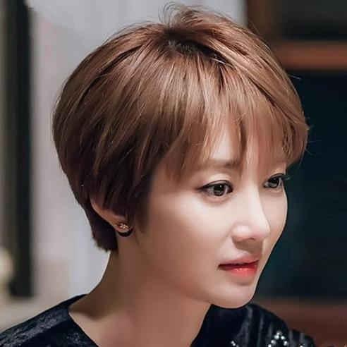 30-45岁的女人不要乱烫发,今年最流行这几款发型,年轻