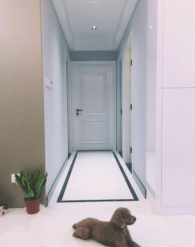 15,走廊想铺大面积的地砖,但是走廊又宽了点?那么边线也是不错的辅助!