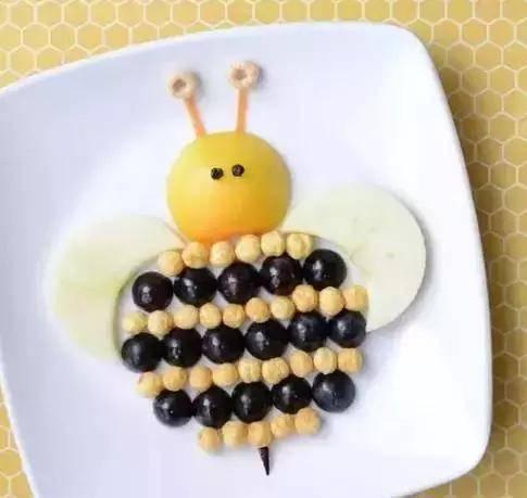 有只小蜜蜂呀飞到花丛中呀图片