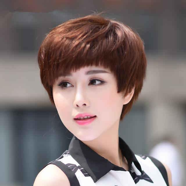 女人40岁后别乱烫发,搞错了显土气,这8种发型显年轻容易打理