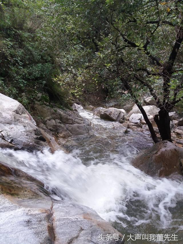 从上王进山,雨后的路不是很好走,沿路山涧水流明显显得川急.