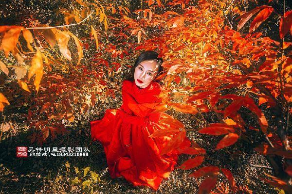 吉林市的红叶人像真的太漂亮了图片