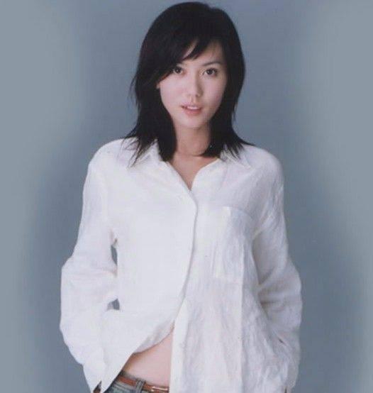 郭妃丽,1972年出生于新加坡,小时候的她长的就非常灵动,1995年参加