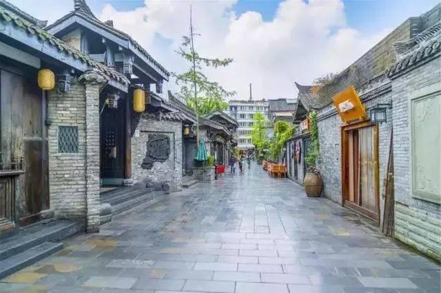宽窄巷子是成都唯一遗留下来的清朝古街道由宽巷子,窄巷子,井巷子