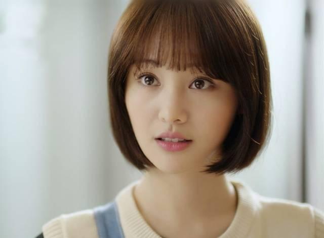 很多人留短发都是受到了她的影响,满血复活 郭采洁的这款板栗头发型