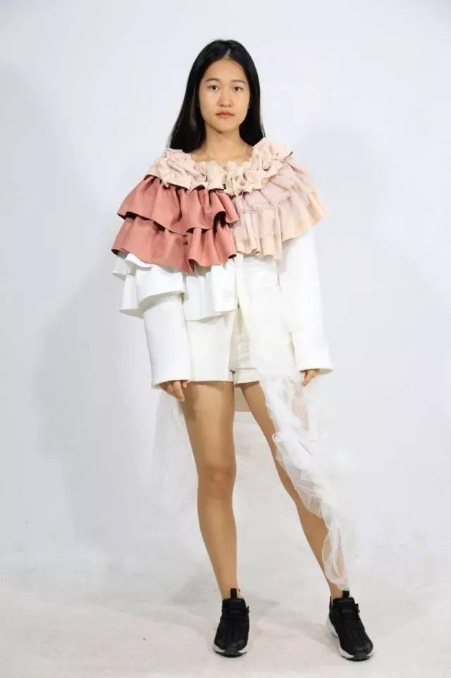 专业的走秀 时尚的服装 自信的台步 强大的气场 模特秀已经准备好