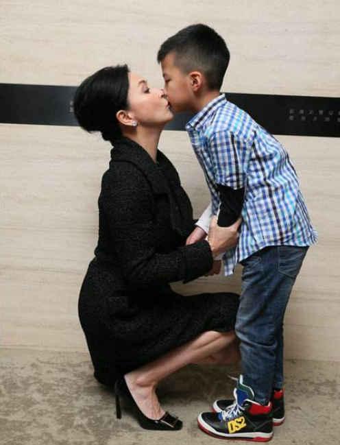 康康9岁生日干妈刘嘉玲送大礼把所有人当亲儿子嗜好
