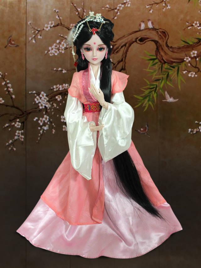 这是被誉为中国版芭比娃娃的叶罗丽娃娃,是更适合东方小公主的玩具哦图片