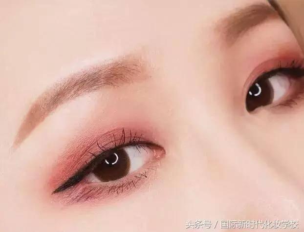 红色系眼妆怎么画好看?