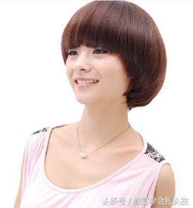 女生内扣蘑菇头短发发型