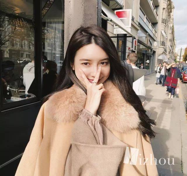 张大奕原本是杂志模特,那会儿在微博上就有几十万的粉丝了.