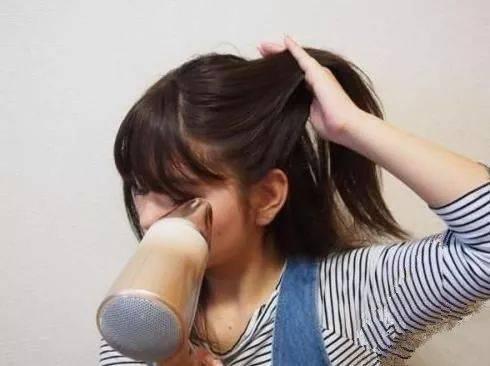 冬天长发女生如何快速吹干头发图片