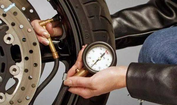你知道吗—摩托车轮胎这个状态危害极大!图片