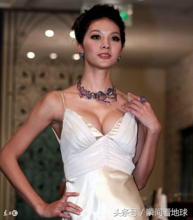 吴亚馨亮相某活动被拍,网友:不得不说这样的她让人百看不厌!
