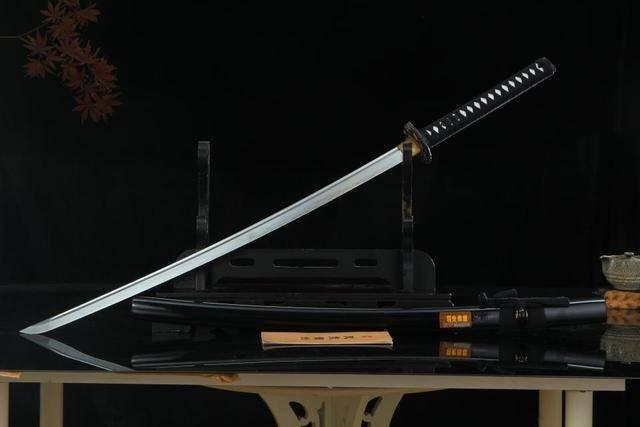 日本武士刀_江湖决斗,中国唐刀或日本武士刀,你挑哪一个?