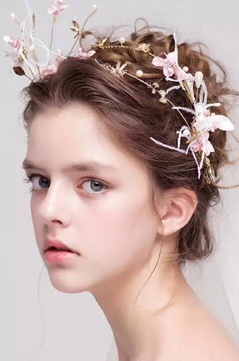 2018新娘发型:2017年最流行新娘发型推荐,韩式新娘发型特点及步骤图片