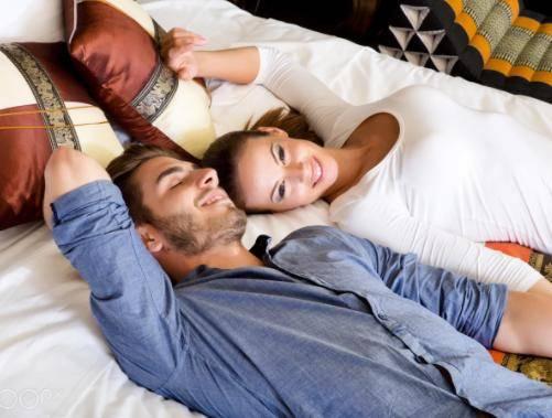 男男裸体性爱照_在女性排卵期内每天性交最有可能怀孕,但为了保证男性精子质量和数量