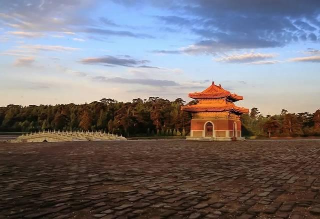 雍正皇帝去世后葬于清西陵泰陵,是清西陵中第一陵.