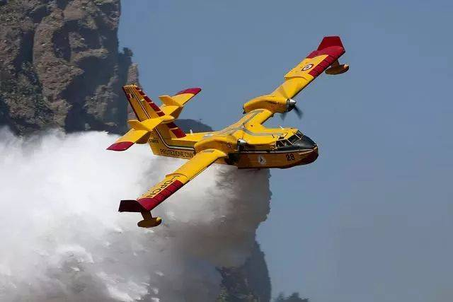 cl-415与ag600哪家强?最大森林灭火飞机在中国图片