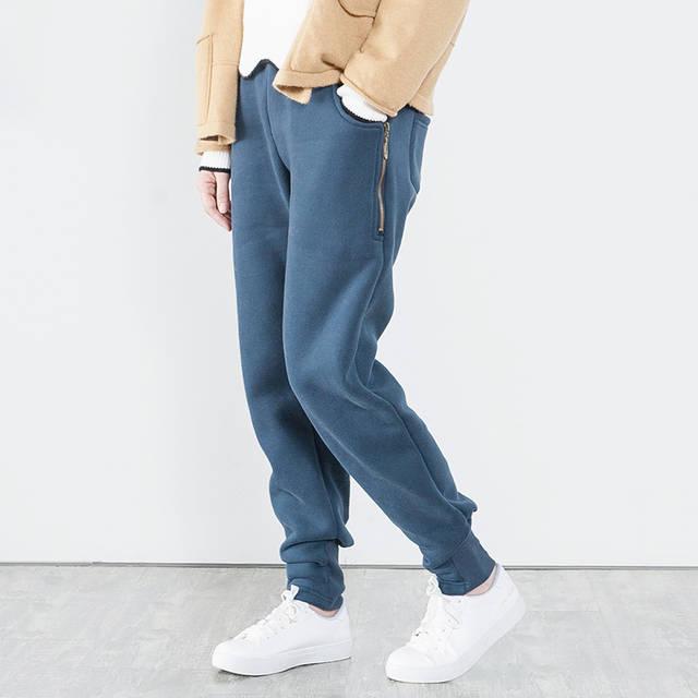 牛仔裤真的过时了?708090后单身女人都在穿哈伦裤,显瘦更保暖