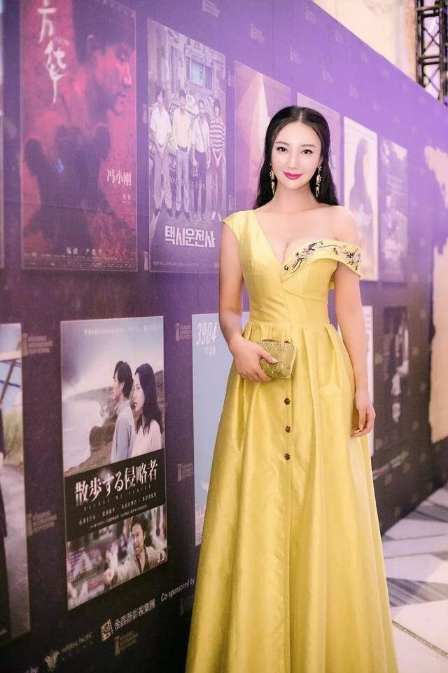 王李丹妮南疆丹娘_《一路向西》一炮而红王李丹妮最新美照,性感的辣眼清纯的入心!