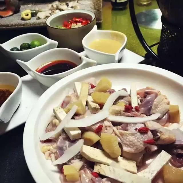 椰子鸡火锅青岛开业请吃鸡!还有海鲜牛肉地方菜,男神女神的最爱!