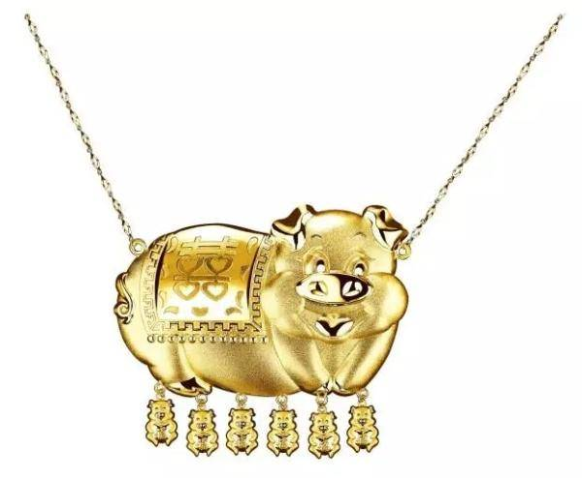 一个金猪编的戒指图