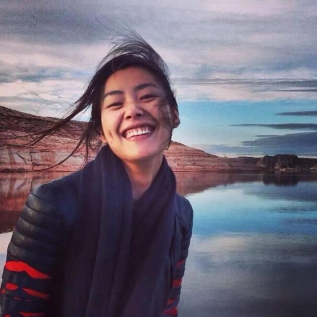 大家都很喜欢看刘雯的照片,笑的很有感染力.
