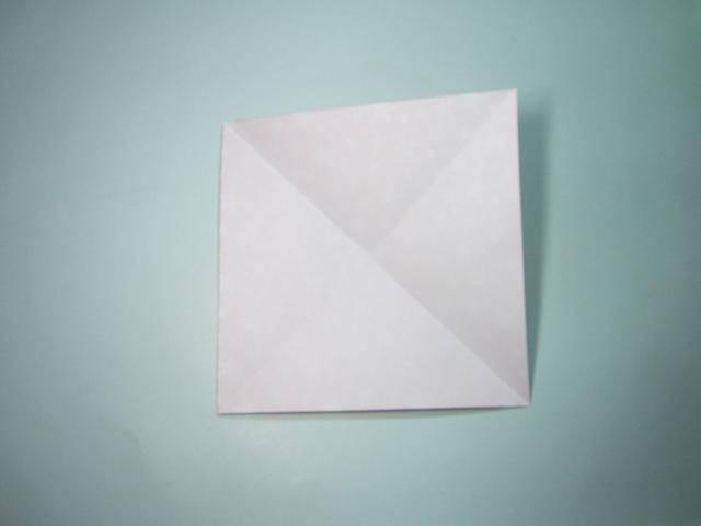 手工折纸:圣诞节圣诞老人折纸步骤图解