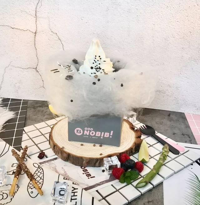 女头手绘简约吃雪糕