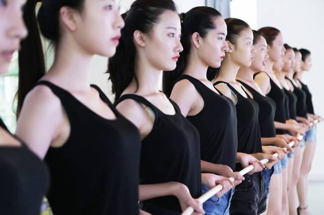 2018模特艺考潜规则 身材排首位