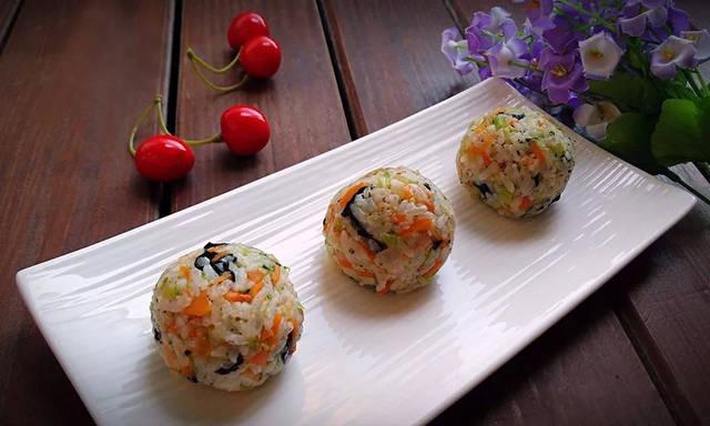 【宝宝辅食】虾仁时蔬饭团,米饭也能玩出新花样!图片